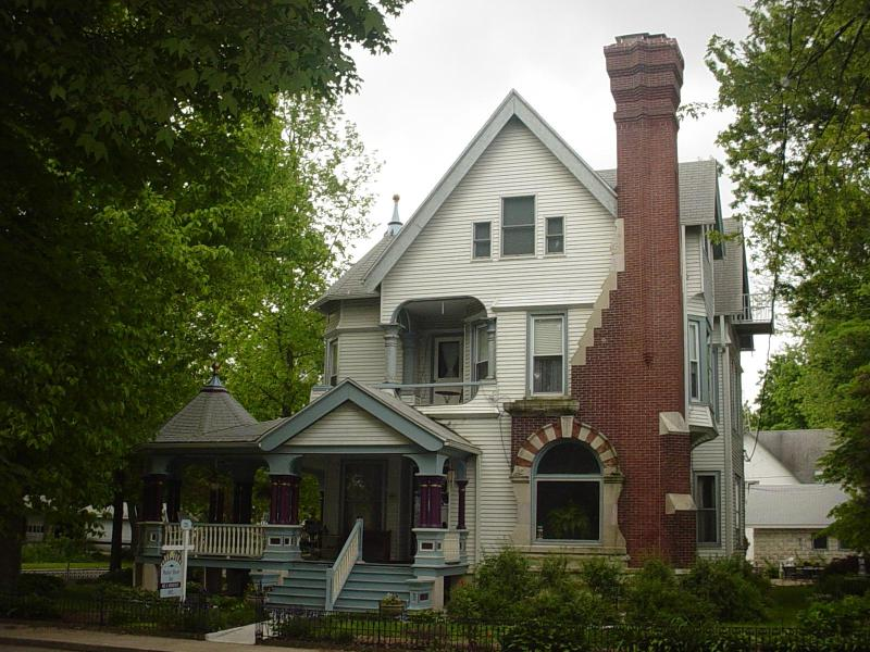 Photo of the Inn with Wraparound Porch - A guestroom in a B&B in the Heart of Lincolnland - Taylorville - rentals