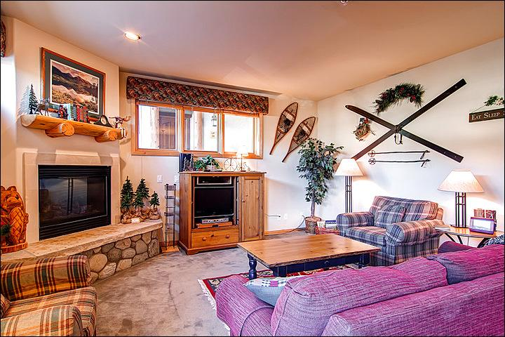 Charming Mountain Decor in the Family Room - Recently Remodeled - Great Location (1412) - Breckenridge - rentals