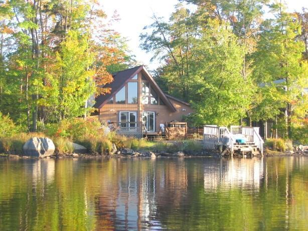 Lakefront Chalet-mid-week specials, Hot tub,Skiing - Image 1 - Tobyhanna - rentals