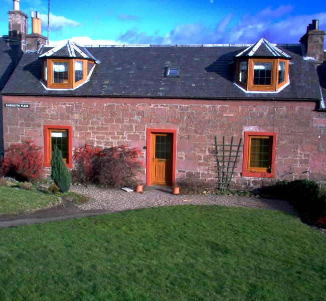 Cottage from Front - 3 bedroom cottage in rural Perthshire, Scotland - Alyth - rentals