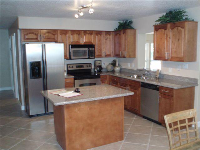 Eat in Kitchen with all Stainless Appliances - Immaculate and Incredibly Peaceful Lakefront House - Tampa - rentals