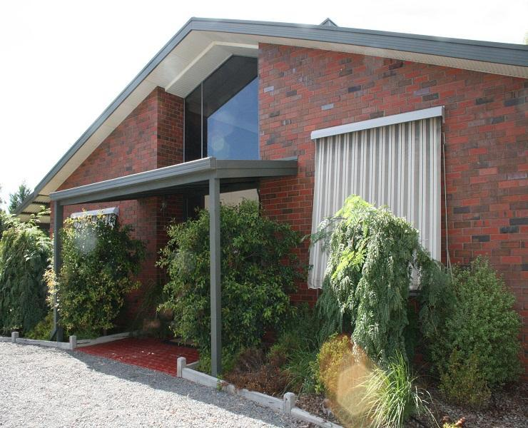 Welcoming Front Entrance - Bed of Roses B&B   Self Contained & Pet Friendly - Swan Hill - rentals