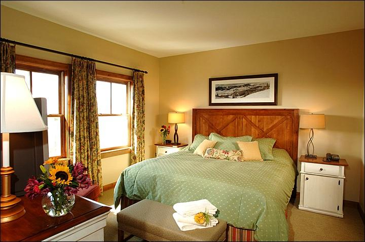 King Bed in the Bedroom (Representative Unit) - Luxurious Resort Amenities - Close to the Shuttle Stop (1096) - Crested Butte - rentals
