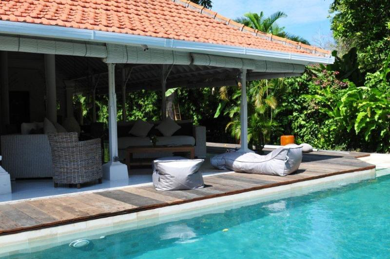 Pool loungers and Living room - Superb 3bedrooms villa with pool, Sanur Beach walk - Sanur - rentals
