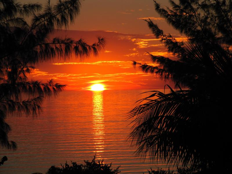 Beautiful Sunsets all the Time - Comfy 4 BED, 2 BATH Beach Home - $250/night! - Long Island - rentals