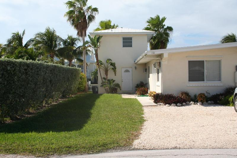 Front of house/parking - Dolphin Dreams, 3 bedrooms and 3 baths, Unit 30A - Key Colony Beach - rentals