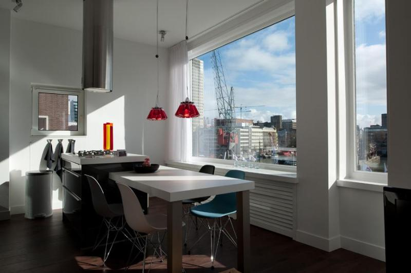 Skyline Suite breakfast in the morning sun - MyCityLofts-Designer Apartments heart of Rotterdam - Rotterdam - rentals