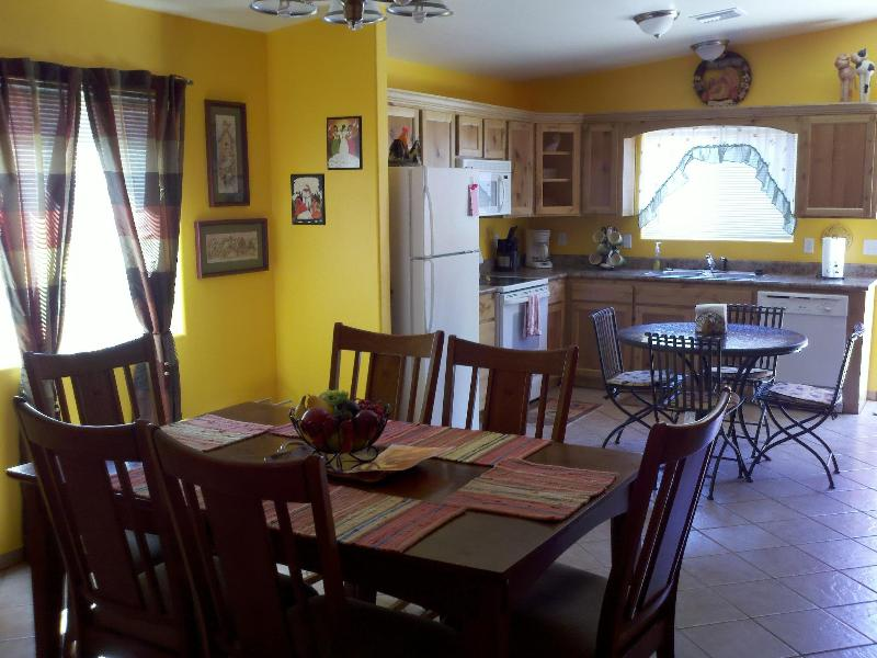 Great room design. Fully stocked kitchen for homemade meals.  The Quail is great for larger families - 3 BR home in the heart of Patagonia. Great Rates - Patagonia - rentals