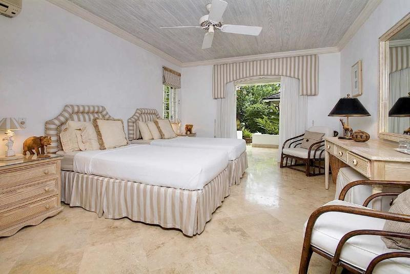 Plumbago, Emerald Beach #4 at Gibbes Beach, Barbados - Beachfront, Gated Community, Communal Pool - Image 1 - Gibbes - rentals