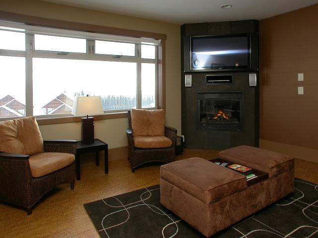 Living room - Big White Luxury Ski Apartment With Views&hot Tub! - Big White - rentals