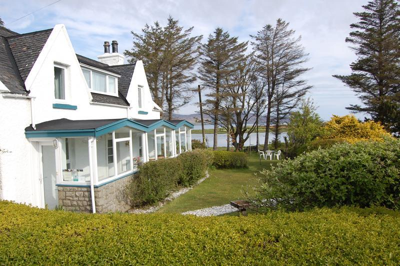 Waterside Cottage at high tide - Waterside Cottage - bags of character, by the sea - Broadford - rentals