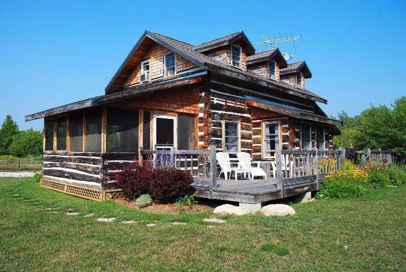 Dovetail Acres Log Home, Private Vacation Paradise - Image 1 - Sister Bay - rentals