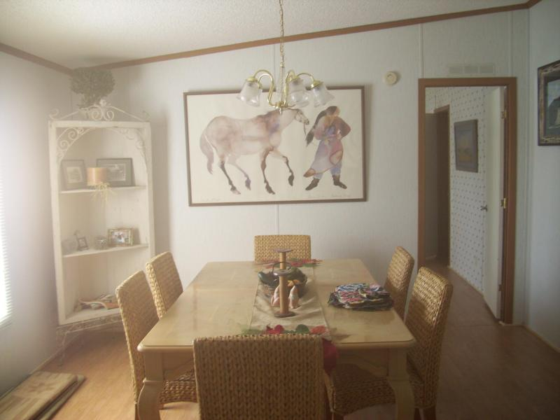 dining room - Three bedroom Gantt Lake Rental on Gantt Lake - Andalusia - rentals