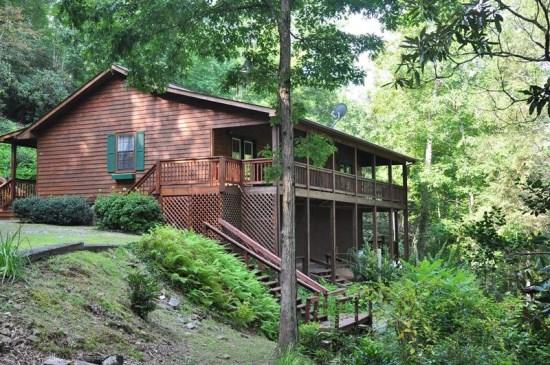 Greens Creek Fishing Retreat -- Minutes from Dillsboro and Sylva with Restaurants, Hiking and More - Greens Creek Fishing Retreat - Creek Front with Hot Tub and Fire Pit - Dillsboro - rentals
