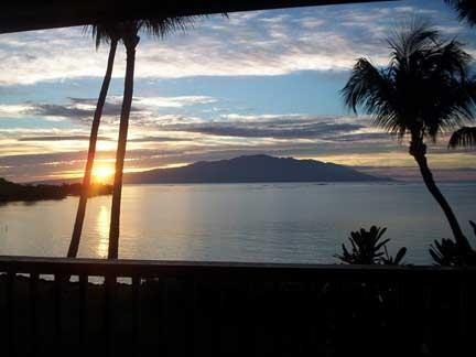 sunrise view from private lanai - 1bd Oceanfront Condo in the Real Hawaiian paradise - Kaunakakai - rentals