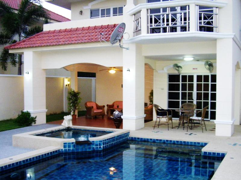 4 Bedroom Luxury Villa with Private Pool Only 800 Meters Away from Beach! - Luxury 4 Bedroom Villa Walking Street 10 Min Away! - Pattaya - rentals