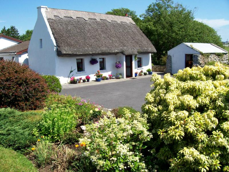 An Caladh Gearr Thatch Cottage - An Caladh Gearr Thatched Cottage , Bed & Breakfast - Spiddal - rentals