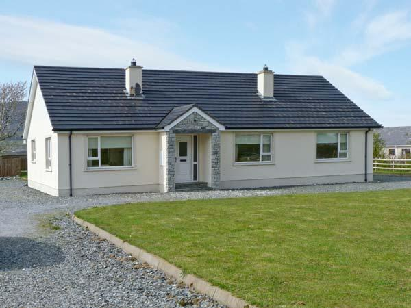 HILLVIEW, woodburning stove, open fire, lawned garden near Ballyliffin in County Donegal, Ref 14334 - Image 1 - Ballyliffin - rentals