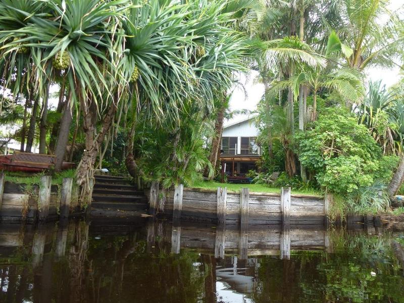 River house shot from your Canoe . - Belongil Beach River House 4 bedroom Byron Bay NSW - Byron Bay - rentals