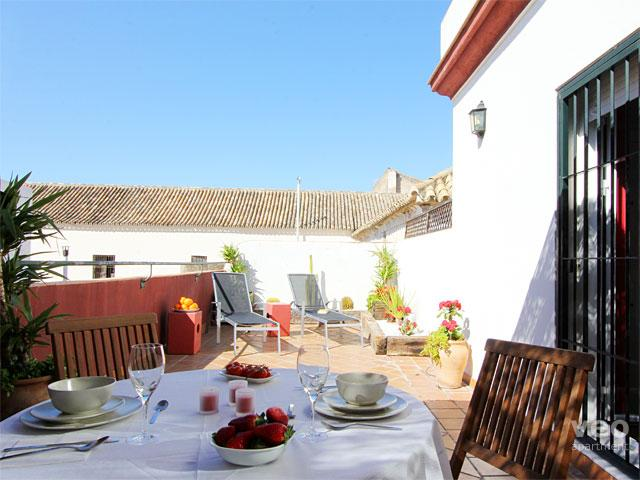 Private terrace equipped with outdoor seating and plants. - Alameda Terrace | 1 bedroom large private terrace - Seville - rentals