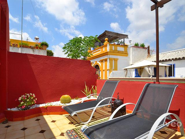 The private terrace has garden furniture and plants. - Santa Cruz Terrace | Lovely 1-bedroom with terrace - Seville - rentals