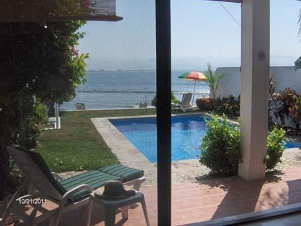 A relaxing view. Wander down your private stone stairs to the beach. - Oceanfront, 2 Bdrm Townhome, Private Pool, Wi-Fi ( near La Cruz de Huanacaxtle ) - Bucerias - rentals