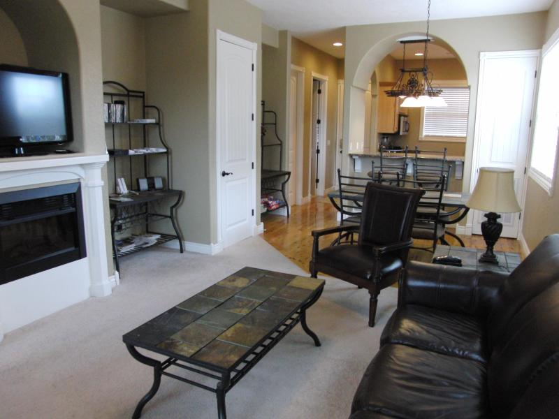Fireplace, TV, DVD Player, Cable & Wii Game - 2 BR 2 BA Sleeps 6 People!!! - Branson - rentals