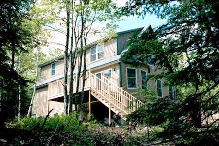 Acadia Woods is located in a residential neighborhood with a wooded 2 acre lot - Upscale Bar Harbor home minutes to downtown, park - Bar Harbor - rentals