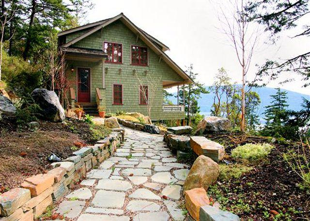 Wander down memory lane and enter an home appointed with incredible details and every object carefully considered. - Memory Hill on Orcas Island - Eastsound - rentals