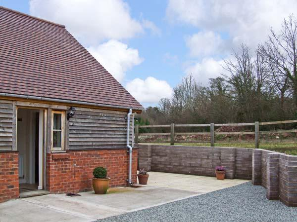 HOLMER FARM, romantic retreat, with king-size double, sitting room, and private patio area, near Leominster, Ref 5426 - Image 1 - Leominster - rentals