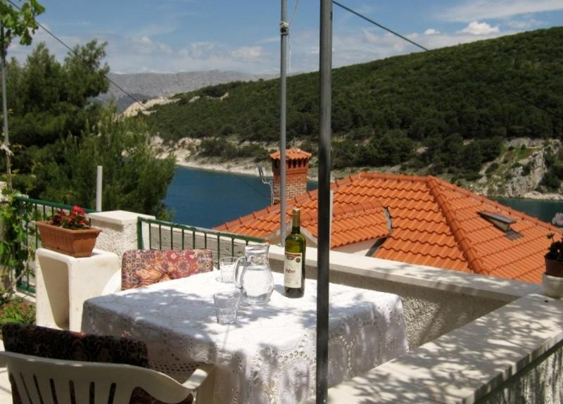 Apartment for 3, Island of Brac, Dalmatia - Image 1 - Pucisca - rentals