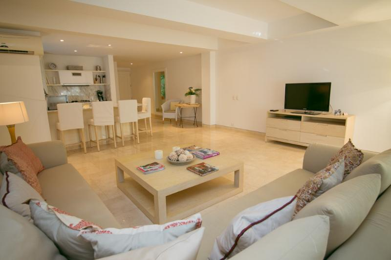 Spacious 2 Bedroom Apartment in Cartagena - Image 1 - Cartagena - rentals