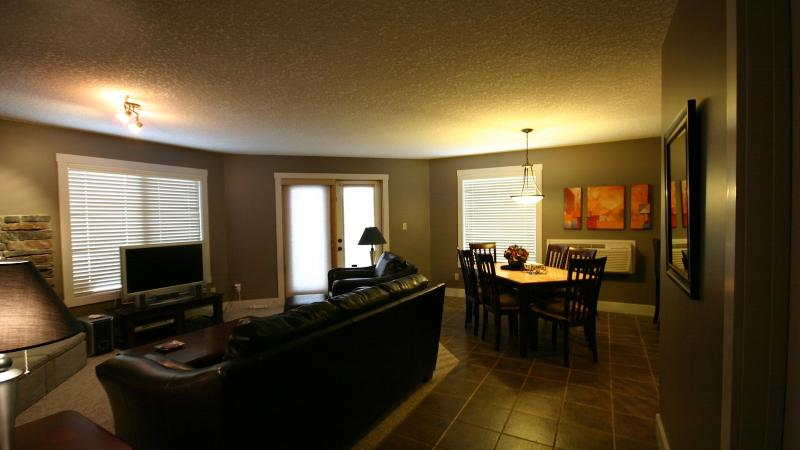 Living Room - Comfortable Modern Mountain Style Condo 2Bed/2Bath - Radium Hot Springs - rentals