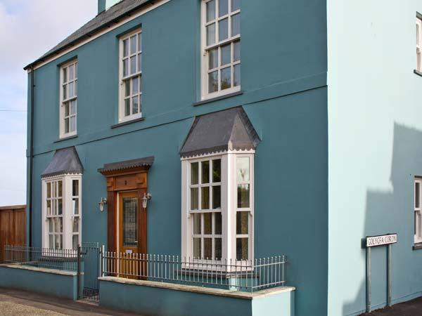 CROWN COTTAGE, family friendly, luxury holiday cottage, with a garden in Penally, Ref 10551 - Image 1 - Tenby - rentals