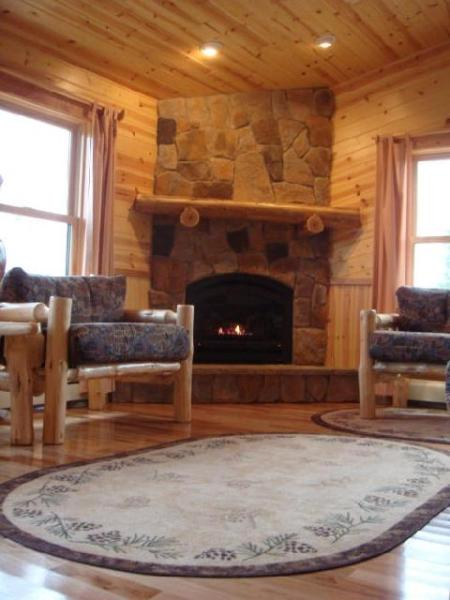 Wintergreen Winterized, Deluxe, Fireplace, Air Tub - Image 1 - Ely - rentals