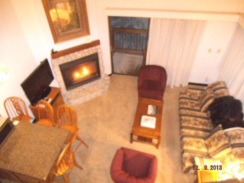 View of the Living room, Dining Area and Queen Size Sofa Sleeper. - Comfortable & Affordable Condo - Sleeps 7!!! - Yosemite National Park - rentals