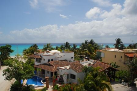 View from neighbor's roof top - 50 steps to beach 5 min. walk to downtown 5th st. - Playa del Carmen - rentals