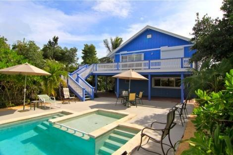 Pool View, outdoor terrace and covered patio - Romantic Island Hideaway walk to Grace Bay Beach - Grace Bay - rentals