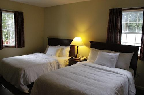 2 Double Bedroom Suite - Yankee Suites Extended Stays - Pittsfield - rentals