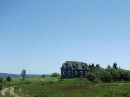 Standing at the point of a long meadow, Orchard Point enjoys dramatic ocean vistas from every window. - Orchard Point, Shelburne, Nova Scotia - Shelburne - rentals