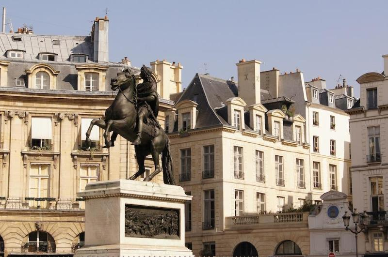 Suite Victoire | the Louvre is in your yard - Image 1 - Paris - rentals