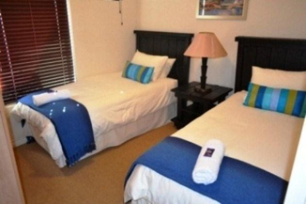 2 singe beds - H22 Seaside Village - Cape Town - rentals