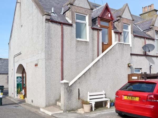 BOW FIDDLE APARTMENT, ideal family base, three bedrooms, close to beach in Portknockie, Ref: 14742 - Image 1 - Portknockie - rentals