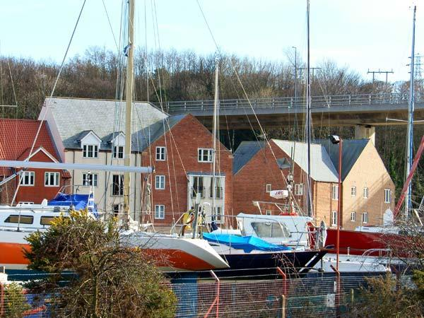 WHITBY HARBOUR RETREAT, open plan living, harbour and river views, communal lawned grounds in Whitby, Ref: 14856 - Image 1 - Whitby - rentals