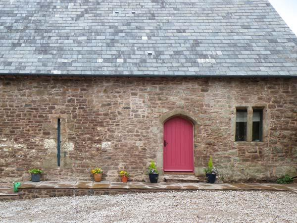 CHAPEL BARN, character, country views, excellent walking, in Trellech village near Monmouth, Ref 8684 - Image 1 - Monmouth - rentals