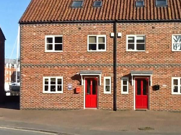 RAILWAY COTTAGE, North York Moors and Coast Ref 10683 - Image 1 - Whitby - rentals