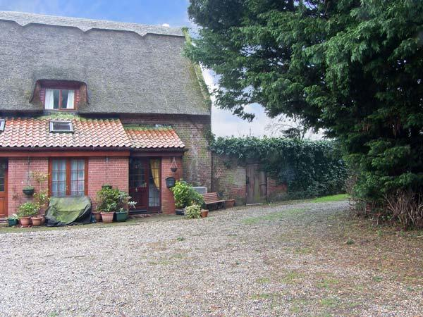 BARN MEAD COTTAGE, country holiday cottage in Coltishall, Ref 11309 - Image 1 - Coltishall - rentals
