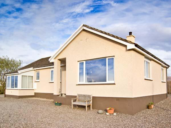 SHIANTS, a single storey cottage, with two bedrooms, sitting room and sun room, in Broadford, Ref 11850 - Image 1 - Broadford - rentals