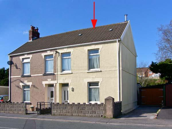 MYRDDIN COTTAGE, ideal family property, coastal location, enclosed garden in Pembrey, Ref: 12589 - Image 1 - Pembrey - rentals