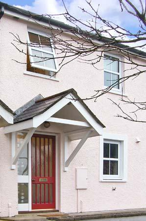 PUFFIN COTTAGE, family friendly, with a garden in Saundersfoot, Ref 13818 - Image 1 - Saundersfoot - rentals